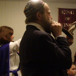Blowing of shofar, Gary at Iglesia